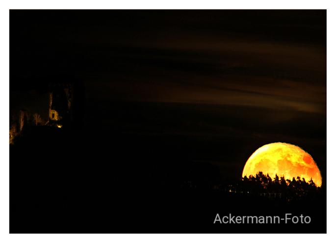 Mondaufgang am Drachenfels bei Bonn
